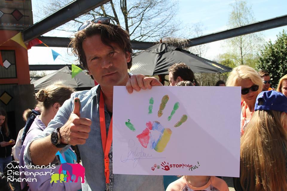 Sander Janson is tegen pesten en zet zijn verfhandtekening