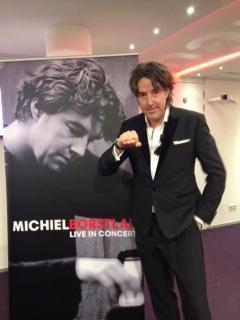 Michiel Borstlap zegt: Ik STOP pesten nu! met oranje bandje tegen pesten