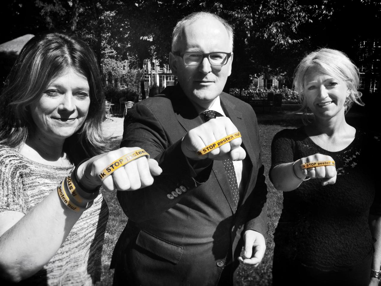 Minister Timmermans met oranje bandje tegen pesten: Ik STOP pesten nu! www.stoppestennu.nl