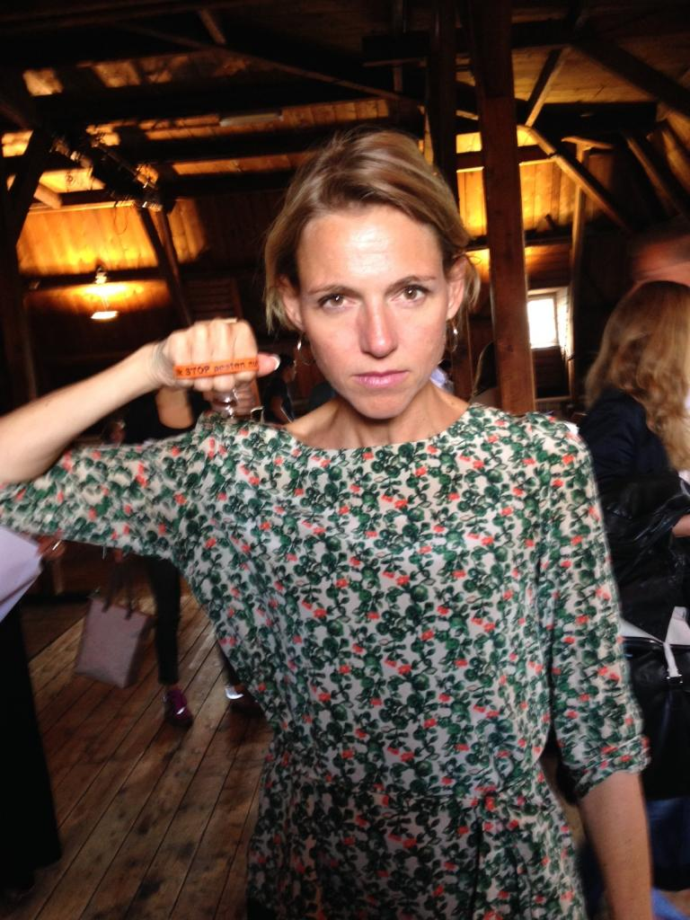 Mirjam Sterk zegt: Ik STOP pesten nu! met bandje tegen pesten
