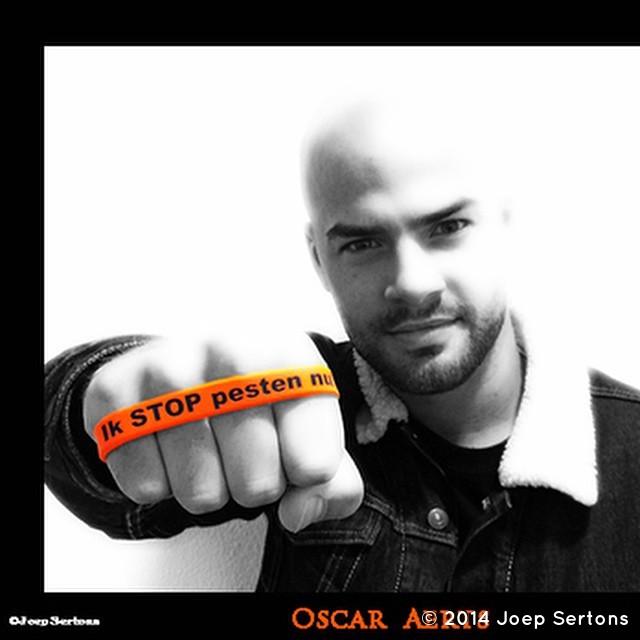 Vincent Muller (Oscar Aerts) zegt: Ik STOP pesten nu! met oranje bandje tegen pesten