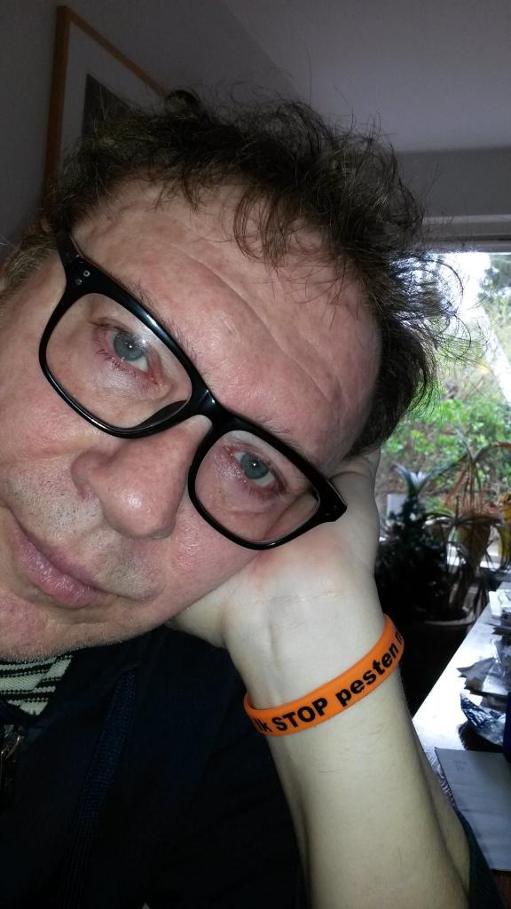 Henk Temming (Het Goede Doel) zegt Ik STOP pesten nu met oranje bandje tegen pesten