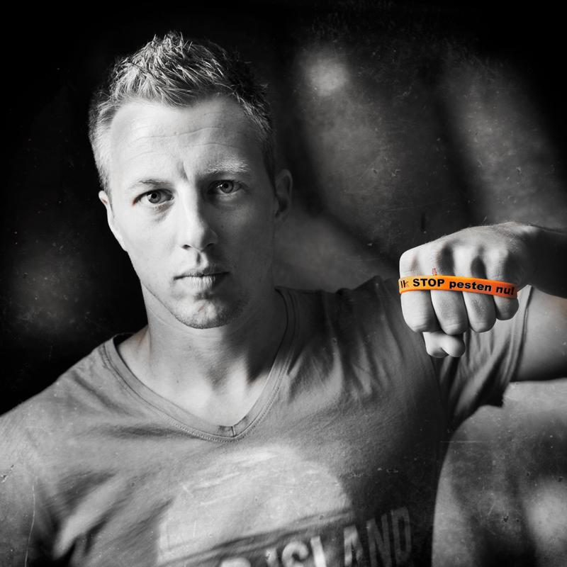 Remko Pasveer Heracles Almelo en Jong Oranje zegt Ik STOP pesten nu! met bandje tegen pesten: Ik STOP pesten nu! www.stoppestennu.nl Copyright foto Stefan Schipper http://stefanschipper.nl/