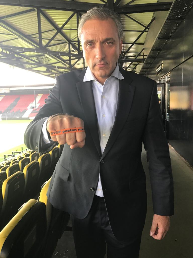 Robert Maaskant zegt Ik STOP pesten nu!