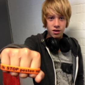 Ik kom in actie tegen pesten en zeg: Ik STOP pesten nu! (bandje tegen pesten)